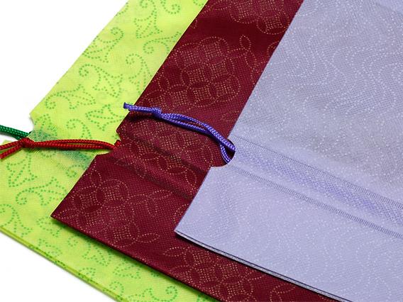 原反着色されたPP不織布の素材に各柄をプリントしています。