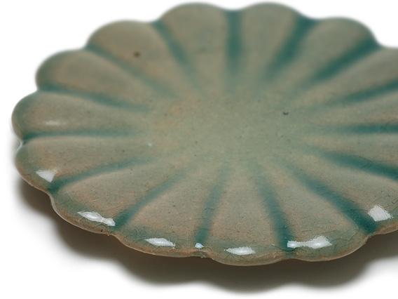 青磁菊花型皿 サイズ:直径約180×高さ20mm