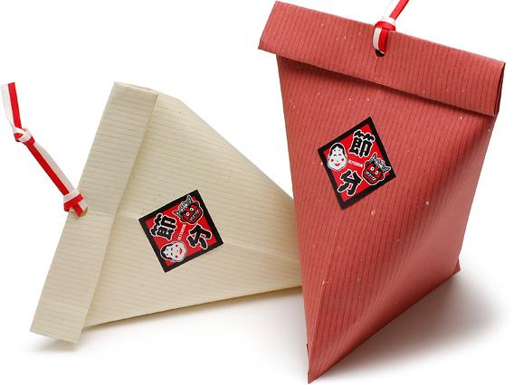 新利休の平袋をテトラ型に使ってラッピングしました。(紙製平袋 新利休 べんがら・くちなし、シデひも 赤白 を使用)