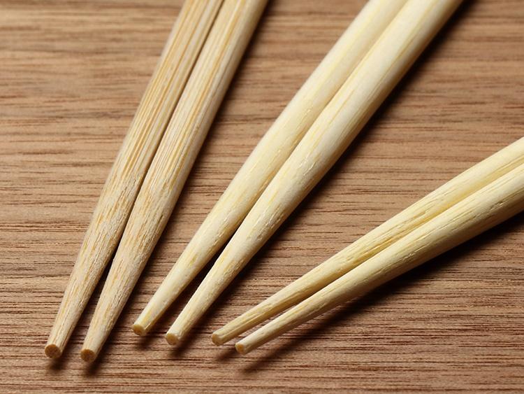左:旧製品 右:割箸 竹一番 竹天削 極 24cm
