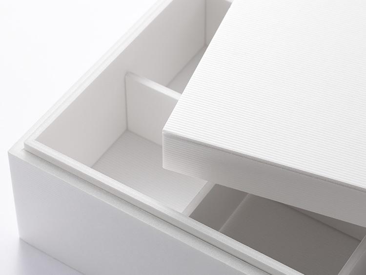 ※プレート表面は耐水コーティングを施していますが、構造上、汁漏れの可能性がありますので、中敷きに敷紙(防水タイプ)やアテセロ、中皿などを併用してお使いください。