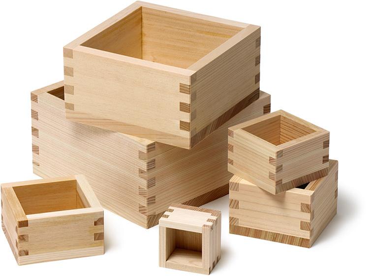 左:00-40442-023 檜枡 八杓、真ん中上:00-40442-025 檜枡 五合、真ん中下:00-40442-026 檜枡 一升、手前:00-40442-021 檜枡 三杓、右上:00-40442-022 檜枡 五杓、右下:00-40442-024 檜枡 一合 ※天然の檜材を使用しているため、木目や色合いは個体差があります。