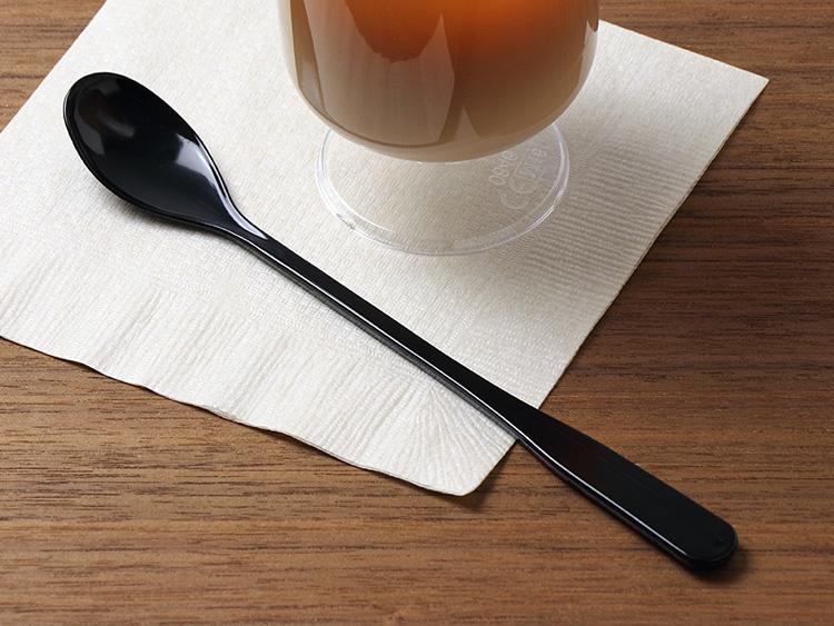 全長は165mmです。00-13607-656 P製スプーン ロングマドラー 黒 裸、00-15403-122 紙ナプキン 未晒 4つ折【包】、00-13125-360 P製ワイングラス 透明200cc