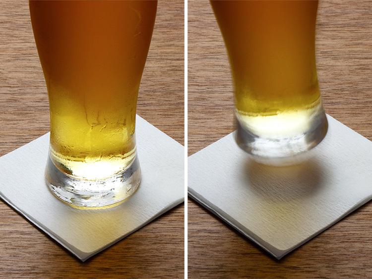 コースターまで水滴が垂れた状態ですが、グラスを持ち上げてもコースターがひっついてきません。