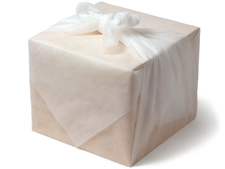 おせち重箱の8寸3段も余裕で包めます。