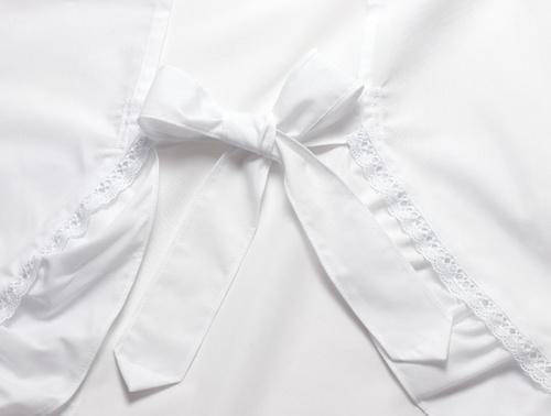 長めの結び紐で調整できるので帯の上からゆったり着られます。