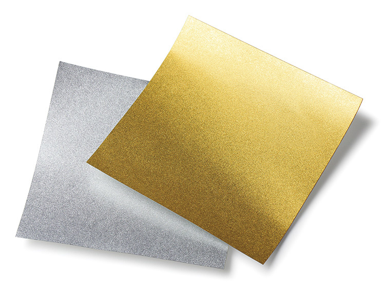 金、銀それぞれ10cm角、12cm角、15cm角、20cm角を取り揃えています。